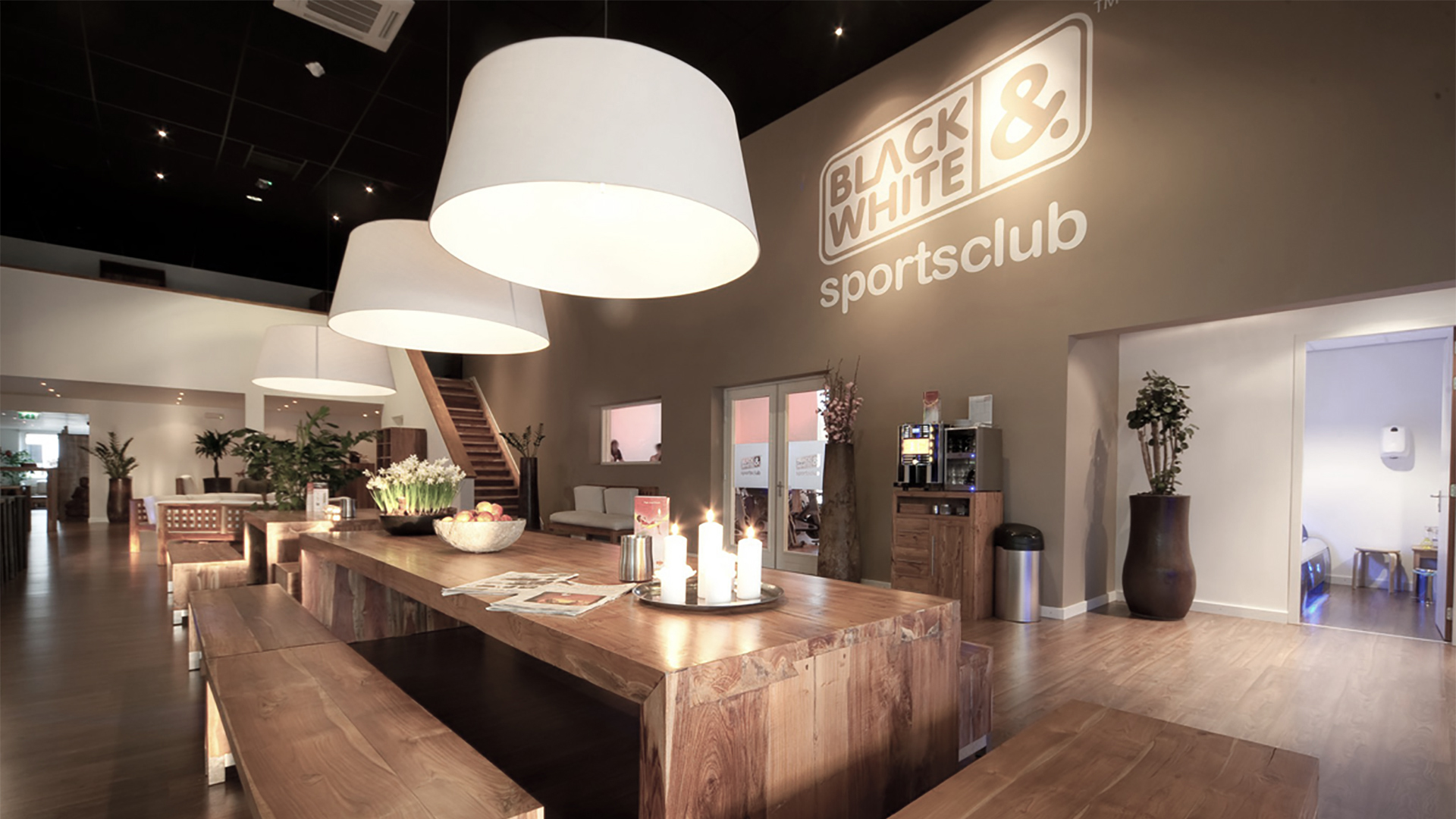 black&white sports club